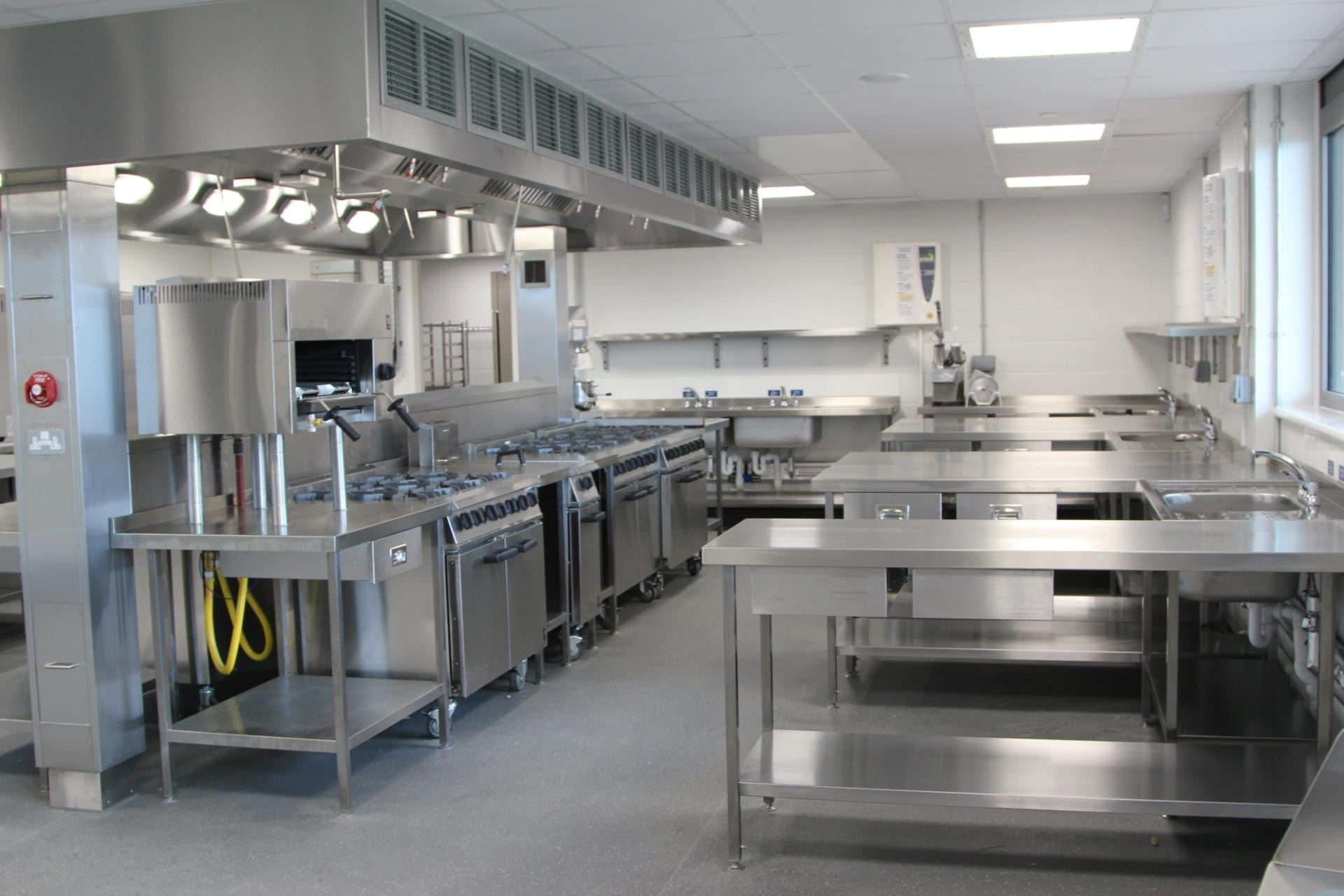 All_Saints_academy_Cheltenham_Commercial_Kitchen_Training_cookline_peninsula_spacecatering_3