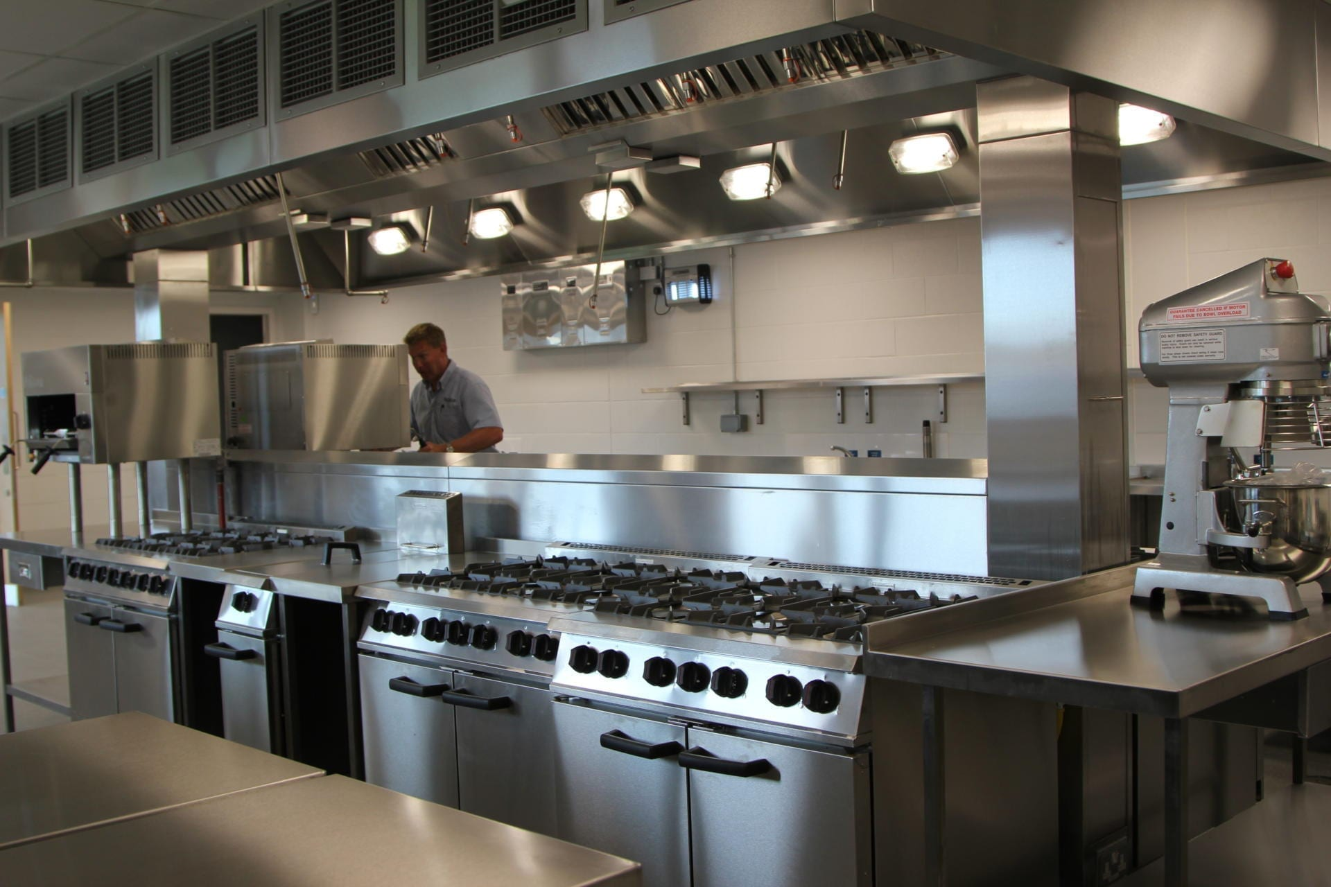 All_Saints_academy_Cheltenham_Commercial_Kitchen_Training_cookline_peninsula_spacecatering_4