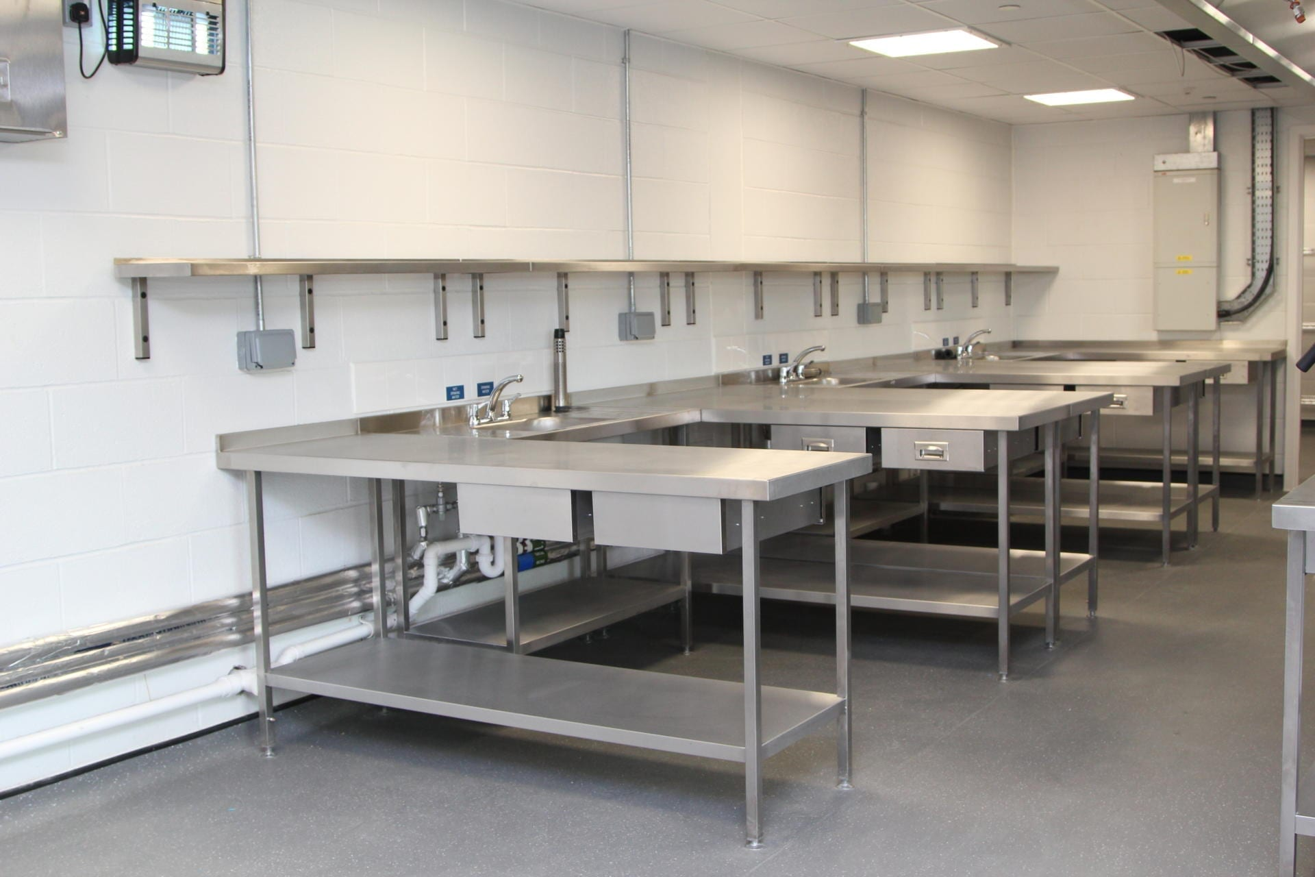 All_Saints_academy_Cheltenham_Commercial_Kitchen_Training_cookline_peninsula_spacecatering_6