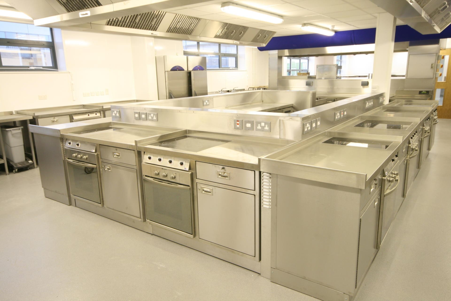 Launchpad-Gloucester-College-Training-Commercial-Kitchen-Fabrication-Stainless-Steel-spacecatering_5