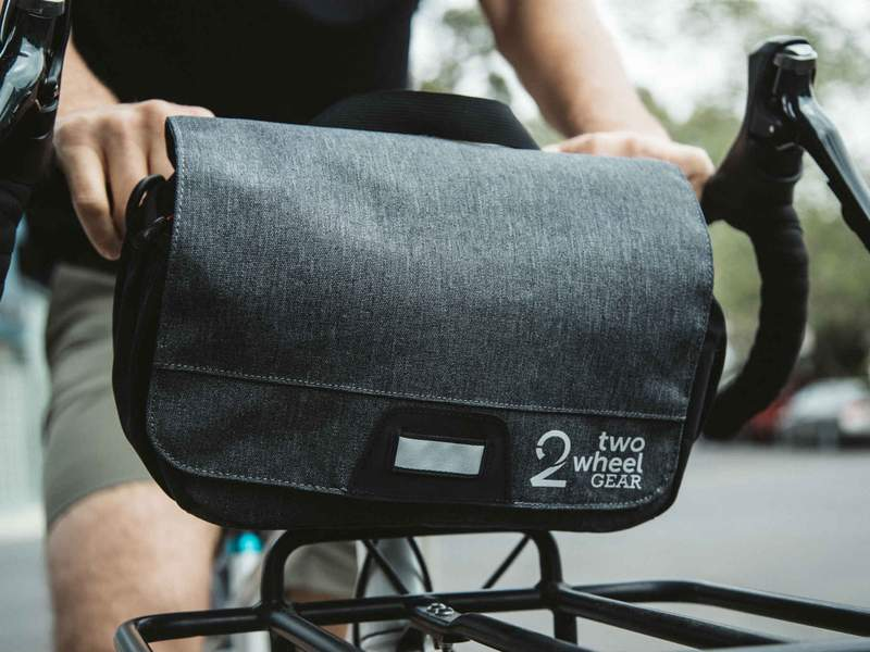 Two_Wheel_Gear_-_Mini_Messenger_Handlebar_Bag_-_Graphite_-_On_Bike_-_Cheyne_800x